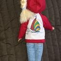 """Barbie babaruha """"Kitti"""", Baba-mama-gyerek, Játék, Baba játék, Baba, babaház, Barbie babaruha, piros, kapucnis, cipzáras, bélelt szabadidő ruha. Pihenéshez ideális viselet. :-) A..., Meska"""
