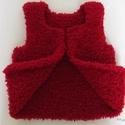 Mellény kislánynak, 92-es méretű, piros színű, baba akril fonalból, kétoldalas, kifordítható, varrás nélküli, Baba-mama-gyerek, Ruha, divat, cipő, Gyerekruha, Kisgyerek (1-4 év), Kötés, Horgolás, A mellényt finom, puha, akril, babáknak tervezett fonalból kötöttem.  A plüssös felületnek köszönhe..., Meska