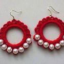 Piros horgolt fülbevaló, Ékszer, Ruha, divat, cipő, Fülbevaló, Perlgarn fonalból horgoltam ezt a fülit,nagyon szép piros a színe, fehér műanyag tekla gyöngy..., Meska