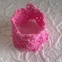Rózsaszín karkötő, Ékszer, Karkötő, Rózsaszín Catania fonalból horgoltam ezt a karkötőt.Szintén rózsaszín áttetsző  akril gyöngyökkel dí..., Meska