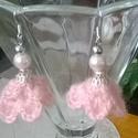 Rózsaszín fülbevaló, Ékszer, Ruha, divat, cipő, Fülbevaló, Halvány rózsaszín mohair fonalból horgoltam ezt a fülbevalót.Ezüst színű gyöngykupakkal, fém és rózs..., Meska