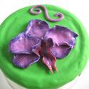 """Kézzel készült orchideával díszített dekorációs üveg, Dekoráció, Otthon, lakberendezés, Konyhafelszerelés, Tárolóeszköz, Gyurma, Szobrászat, """"Terry"""" üveg aprólékos munkával készült orchideával. A virágot halványlila gyurmából készítettem és..., Meska"""