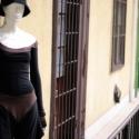 nadrág-ruha, Fekete és barna, egybeszabott, hátul mélyen kiv...