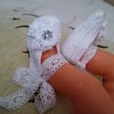 Horgolt Baba cipő, Baba-mama-gyerek, Ruha, divat, cipő, Baba-mama kellék, Cipő, papucs, Horgolás, Fehér horgolt babacipő,kis virággal díszítve.Alkalmas babakocsi cipőnek, fotózáshoz,keresztelőre.Ta..., Meska