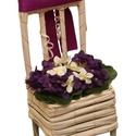 Trendi virágtartó állvány, Dekoráció, Ajtódísz, kopogtató, Fehér szék alakú vessző, lila és fehér selyem fokföldi ibolyákkal, lila selyem szalaggal és glittere..., Meska