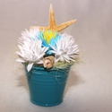 Tengerparti kisvödör, Dekoráció, Dísz, A kisvödör a nyaralást juttatja eszünkbe, színeivel és a kagylókkal... A kék vödörbe polifoam virágo..., Meska
