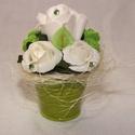 Zöld kisvödör polifoam virágokkal, Dekoráció, Dísz, Ezt a zöld kisvödört fehér és zöld polifoam rózsák és zöld kálák lepték el. A swarovski kristályok i..., Meska