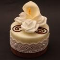 Tűzőhab dekoráció, Dekoráció, Dísz, Asztaldísz, Színes tűzőhabokból készítettem el ezeket a kicsi tortákat.  Az egyikre fehér polifoam rózsákat hely..., Meska