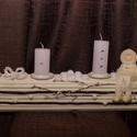 Gyertyatartó, Dekoráció, Karácsonyi, adventi apróságok, Ünnepi dekoráció, Karácsonyi dekoráció, Gyertyatartó hosszúkás, ülő kerámiával. 65x10,5x11,5 cm fehér kisgyerek téli ruhában ülő lógó lábú k..., Meska