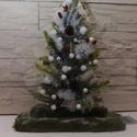 Világító karácsonyfa, Dekoráció, Karácsonyi, adventi apróságok, Ünnepi dekoráció, Karácsonyi dekoráció, Ezt a világítós karácsonyfát havas fenyőágakkal, tobozokkal, termésekkel díszítettem, moha..., Meska