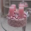 Rózsaszín adventi box, Dekoráció, Karácsonyi, adventi apróságok, Ünnepi dekoráció, Karácsonyi dekoráció, Rózsaszín szőrme dobozba készült el ez az egyedi gyertyával ellátott dísz. Különböző méretű gömböket..., Meska