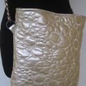 Gyöngyház színű oldaltáska - foglalva Erikának, A táska gyöngyház színű műbőrből készült...