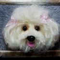 Pompom kutyus képkeretben, Dekoráció, Otthon, lakberendezés, Kép, Asztaldísz, Tündéri kislány pompomkutyus képkeretben. Kirakható íróasztalra vagy polcra. Fonalból készült pompom..., Meska