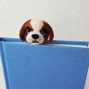 Kutyakölyök könyvjelző, Otthon & lakás, Naptár, képeslap, album, Könyvjelző, Nemezelés, Bernáthegyi kutyakölyök könyvjelző. Tűnemezelt technikával készült gyapjúból. Méretei: 4,5x3,5x3,5c..., Meska