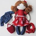 Rozi textilbaba, Játék, Baba-mama-gyerek, Baba, babaház, Plüssállat, rongyjáték, Baba-és bábkészítés, Varrás, Rozi 35 cm magas öltöztethető textilbaba farmer harisnyában, romantikus virágos szoknyában. Piros k..., Meska