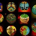 REKREDENC -  mozaik technikával díszített hangulatlámpák, Dekoráció, Otthon, lakberendezés, Lámpa, Hangulatlámpa, Üvegművészet, Mozaik, Gyönyörűen világító, mozaik technikával díszített gömb alakú hangulatlámpák, fluoreszkáló díszítéss..., Meska