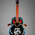 REKREDENC - Mozaikkal díszített gitár , Dekoráció, Otthon, lakberendezés, Falikép, Dísz, Üvegművészet, Mozaik, Üvegmozaikkal dekorált gitár.   A gitáron játszani nem lehet,  dekorációnak ajánljuk.  A képeken lá..., Meska