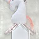 Plüss unikornis rózsaszín-fehér, Baba-mama-gyerek, Játék, Plüssállat, rongyjáték, Baba-és bábkészítés, Varrás, Ennek az unikornis csikónak a neve Pink Marshmallow   Színe: fehér, rózsaszín és szürke geometrikus..., Meska