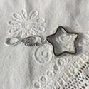 Ezüst színű love kulcstartó, Mindenmás, Kulcstartó, Ezüst színű kulcstartó, love dísszel. Összesen 7,5 cm hosszú. Szeretet, szerelem, Meska