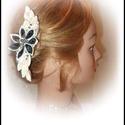 Virágos hajcsat, Ruha, divat, cipő, Hajbavaló, Hajcsat, Nagyon mutatós, dekoratív hajdísze lehet bárkinek. Strasszal díszítve.Romantikus hangulatú ha..., Meska