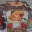 kislány pipacsokkal - nosztalgia cukortartó doboz, alapanyaga: fa  mérete: 15 cm . x 15 cm. x 25 cm....