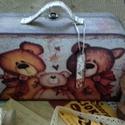 macis nosztalgia bőrönd, Baba-mama-gyerek, Otthon, lakberendezés, Tárolóeszköz, Doboz, Mérete: 23 x 13 x 8 cm. Anyaga: fa  Posta költségbe még 2-3 doboz fér bele, DPD esetén 3 kg., Meska