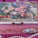 rózsák - nosztalgia doboz, Dekoráció, Otthon, lakberendezés, Tárolóeszköz, Doboz, A doboz mérete: 20 cm. x 16 cm. x 9 cm. Alapanyaga: fa  Szeretettel ajánlom ezt a kedves, romantikus..., Meska