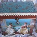 barokk ládikó, Otthon, lakberendezés, Tárolóeszköz, Doboz, Láda, Alapanyaga fa,mérete:  25 x 15 x 25 cm., fém lábakon álló és különleges díszét a fém medál adja, mel..., Meska