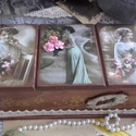 rózsás, három fakkos nosztalgia doboz, Dekoráció, Otthon, lakberendezés, Tárolóeszköz, Doboz, Alapanyaga: fa MÉrete: 30 x 14 x 10 cm. Három fakkos, felül nyitható, romantikus, rózsás nosztalgia ..., Meska