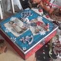 nagyi kék-piros karácsonyi doboza - karácsonyi nosztalgia doboz, Dekoráció, Otthon, lakberendezés, Tárolóeszköz, Doboz, 2018. karácsony!  A doboz alapanyaga fa, tartóssága érdekében több soron lakkozott. Mérete: 20 cm. x..., Meska