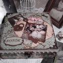 fotó album - nosztalgia doboz, Otthon, lakberendezés, Dekoráció, Tárolóeszköz, Doboz, Alapanyaga: fa Mérete: 20 x 20 x 7 cm, Meska