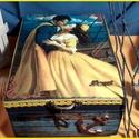 Szerelem a tengeren - nosztalgia doboz, Otthon, lakberendezés, Dekoráció, Tárolóeszköz, Doboz, A doboz mérete: 20 cm. x 16 cm. x 9 cm.  Alapanyaga: fa. Fogantyúját pici fém horgony díszíti...., Meska
