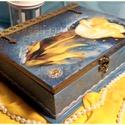 Tulipános könyvdoboz, Dekoráció, Otthon, lakberendezés, Tárolóeszköz, Doboz, könyvdoboz alapanyaga fa, mérete 24 x 20 x 7,5 cm. Több technikával készült és tartóssága érdekében ..., Meska