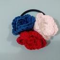 kék-fehér-piros horgolt hajgumi, hajdísz, Ékszer, óra, Ruha, divat, cipő, Hajbavaló, Hajgumi, Horgolás, A hajgumi három - piros, fehér és kék színű - horgolt rózsából áll.  Mérete:7 cm  A hajgumit az EB ..., Meska