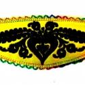Hímzett magyar népi motívumos karkötő, Ékszer, Magyar motívumokkal, Karkötő, Neonsárga műbőr alapon fekete hímzés, velúrbőrrel bélelve,  színes csipke széllel, szívárványos cérn..., Meska