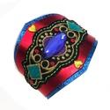'Bizánc' karkötő, Ékszer, óra, Karkötő, Piros metálbőrön színes hímzett rátét, középen kék műanyag kővel, metálsárga szívecsk..., Meska