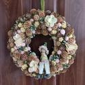 Tavaszváró kopogtató, Otthon & Lakás, Dekoráció, Ajtódísz & Kopogtató, Virágkötés, Mindenmás, Natúr es halványsárga színű kopogtató, melyet egy erdei tündér tesz különlegessé. Hortenzia virágok..., Meska