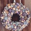 Lila január, Otthon & Lakás, Dekoráció, Ajtódísz & Kopogtató, Virágkötés, Mindenmás, Bézs és lila színű kopogtató. Játékos textilgolyókkal a tavaszra várva teszi különlegessé a hazatér..., Meska