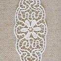 Virágos zsinórcsipke  terítő, Dekoráció, Otthon, lakberendezés, Dísz, Lakástextil, Csipkekészítés, Ovális csipke terítő. Hossza: 24 cm. Szélessége: 11 cm. Bézs színű., Meska