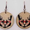 Fülbevaló - szemüveges cica, Ékszer, Fülbevaló, Medál, Transzfer technikával készült fa fülbevaló - ütésálló lakkal kezelve., Meska