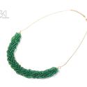 Smaragdzöld fonott nyaklánc, Ékszer, Nyaklánc, Ékszerkészítés, Smaragdzöld színű nagyméretű kásagyöngyből készült, fonott mintájú nyaklánc, mely platina színű lán..., Meska