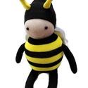 Zümmencs a méhecske, Játék, Baba-mama-gyerek, Plüssállat, rongyjáték, Játékfigura, Baba-és bábkészítés, Varrás, Zümmencs a méhecske   Termék információk: 100% pamutzokniból készült Poliészter tömőanyaggal bélelt..., Meska