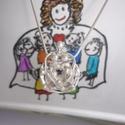 GyermekÓvó, Ballagás, Ékszerkészítés, Stilizált ezüst medál,mely  karjába záró,összefonódó gyermekeket fogó személyt ábrázol.(az ár lánc ..., Meska