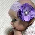 Pasztell lila baba fejpánt kézzel készült virágokkal, Ruha, divat, cipő, Hajbavaló, Hajpánt, Mindenmás, Pasztell lila árnyalatú, kézzel készült habvirágból. Lehelet könnyű viselet, 5,5cm széles lila ruga..., Meska