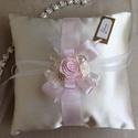 Exkluzív gyűrűpárna NAGY méretben, Esküvő, Gyűrűpárna, Varrás, Mérete: 20 cm x 20 cm Alapanyag: düsess Alapanyag színe: Ivory Díszítés: kézzel készítet rózsák, st..., Meska