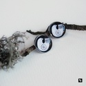SYNNOVE no3 fülbevaló, Ékszer, Otthon & lakás, Képzőművészet, Illusztráció, Fülbevaló, SYNNOVE no3 - fém alapú, üveglencsés bedugós fülbevaló - saját készítésű illusztrációval - méretei: ..., Meska