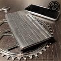 recyCLOCK - 2018-as zsebnaptár álló - használt bicikligumival bevont felülettel, Naptár, képeslap, album, Jegyzetfüzet, napló, Naptár, Papírművészet, Újrahasznosított alapanyagból készült termékek, 2018-os zsebnaptár használt kerékpárbelső borítással 8 x 15 cm  álló naptár 1 hét / 2 oldal  beoszt..., Meska