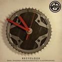 recyclock CHR-097 - falióra újrahasznosított kerékpár alkatrészből, Otthon, lakberendezés, Ékszer, óra, Falióra, Újrahasznosított alapanyagból készült termékek, Ötvös, Egyedi, kerékpár alkatrészekből készített falióra.  A CHR sorozat órái elsősorban a kerékpárok lánc..., Meska
