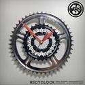 recyclock CWS-001 - falióra újrahasznosított kerékpár alkatrészből, Otthon, lakberendezés, Ékszer, óra, Falióra, Újrahasznosított alapanyagból készült termékek, Ötvös, Egyedi, kerékpár alkatrészekből készített falióra.  A CWS sorozat órái elsősorban a kerékpárok lánc..., Meska