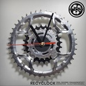recyclock CWS-003 - falióra újrahasznosított kerékpár alkatrészből, Otthon, lakberendezés, Ékszer, óra, Falióra, Újrahasznosított alapanyagból készült termékek, Ötvös, Egyedi, kerékpár alkatrészekből készített falióra.  A CWS sorozat órái elsősorban a kerékpárok lánc..., Meska